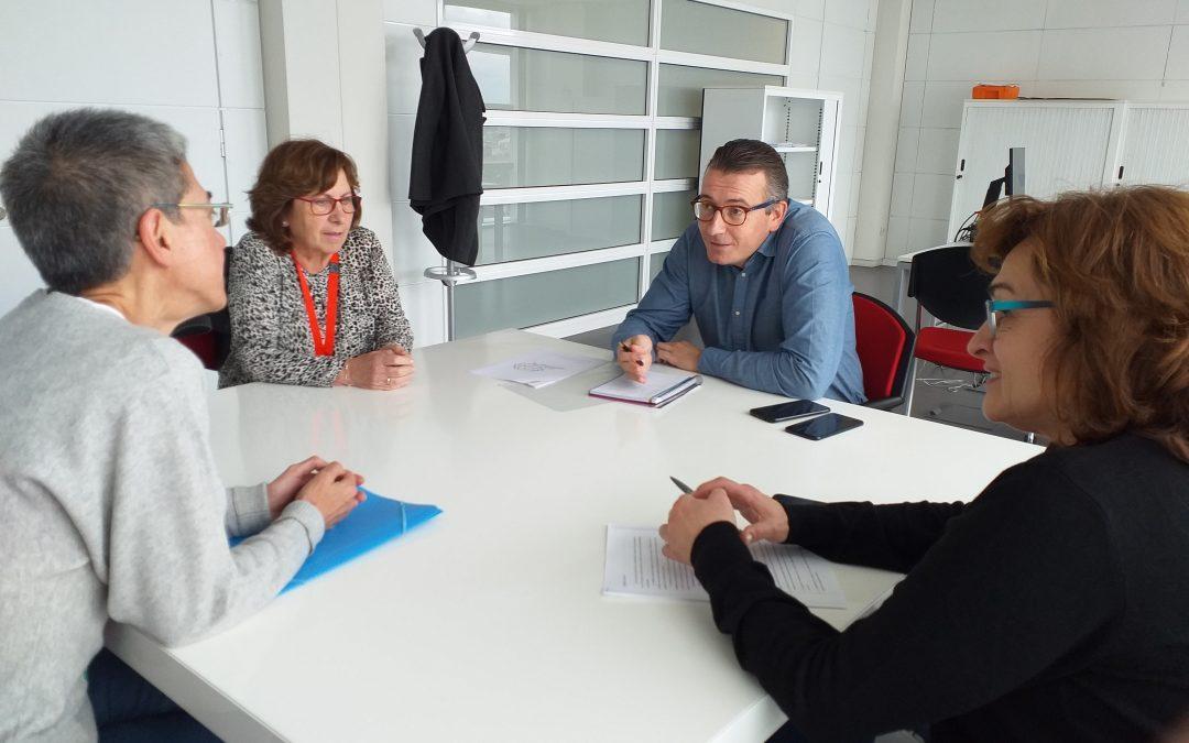 Reunión entre el director general de Cuidados, Humanización y Atención Sociosanitaria y representantes de ASICAS.
