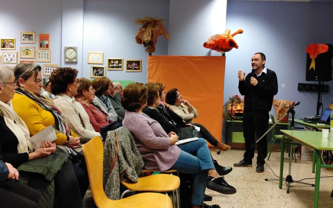 Sergio Calleja informando sobre el ictus en la Presentación de ASICAS en Sevares
